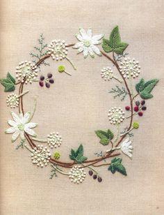 刺绣纹样。花环