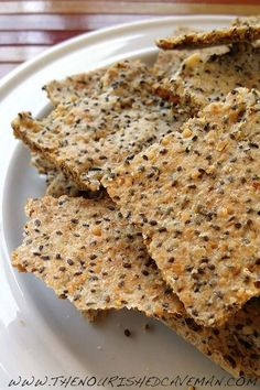 Easy Grain Free Crackers for Keto and Low carb The Nourished Caveman is part of Keto crackers recipe Easy Grain Free Crackers When eating a clean ketogenic diet yo might find yourself missing a bit - Keto Crackers Recipe, Low Carb Crackers, Homemade Crackers, Chia Seed Crackers, Healthy Crackers, Healthy Crunchy Snacks, Healthy Foods, Cracker Recipe, Gluten Free Crackers