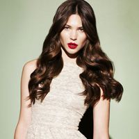 All the latest hairstyles and trends for The must have haircuts and colours setting the style this season, tips and tricks for gorgeous hair. Brown Straight Hair, Long Brown Hair, Long Wavy Hair, Dark Hair, Long Curly, Party Hairstyles, Popular Hairstyles, Latest Hairstyles, Straight Hairstyles