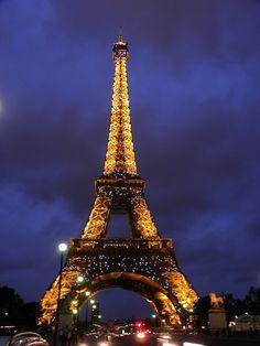 Miren lo que es eso ,Un sueño:3 hermoso París c:  Espero algún día poder conocer