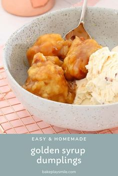 Homemade GOLDEN SYRUP DUMPLINGS are so simple to make… you won't be able to resist the fluffy dumplings smothered in sweet syrup and served with ice-cream or custard. Best Dessert Recipes, Fun Desserts, Sweet Recipes, Delicious Desserts, Snack Recipes, Yummy Food, Cake Recipes, Asian Desserts, Oven Recipes