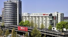From Hotel ibis Amsterdam centre, guests can easily walk to the Royal palace and the main shopping area. Schiphol Airport is 15 minutes away.