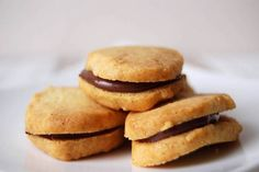 vanilla bean sables with nutella filling