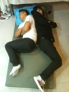 Taeyang and Seungri sleeping backstage, they work so hard for their fans. Please vote for them to win MAMA 2015