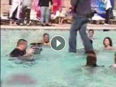 Criss Angel Andando na Água - Vendo Videos da Web Click para assistir o video e escreva um comentário http://vendovideosdaweb.com/criss-angel-andando-na-agua/