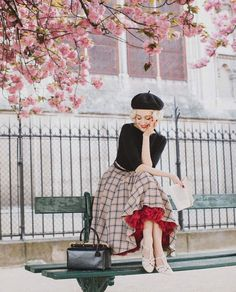 «That's been one year since I received my first pair of Charlie Stone shoes. It was my first pair of retro inspired flats and first shoes… Vintage Outfits, Vintage Inspired Outfits, Classy Outfits, Vintage Dresses, Looks Vintage, 1950s Fashion, Vintage Fashion, Pin Up Retro, Modest Fashion