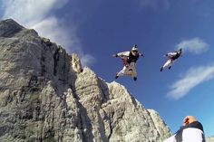 The Epic series goes cliff jumping in Norway, with aerial acrobatics thanks to the Soul Flyers team.