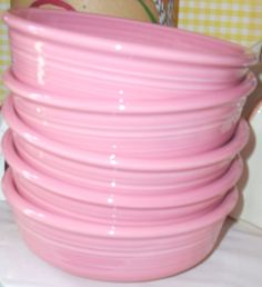 Pink Fiesta bowls www.jazzejunque.com  a must for samm.  If I can find these with all the other placement pieces oh what a happy girl I will be!