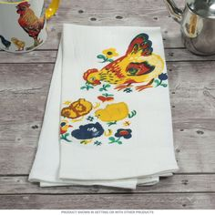 A classic cotton kitchen towel with a vintage-inspired farmhouse design. This screen printed dish towel is machine washable and has excellent absorbency. Adds vintage style to your retro kitchen linens or makes a cute gift. Quantity discounts available. Measures 17