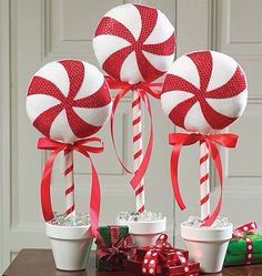 Christmas decor. Centerpieces Christmas Candy Cane Decorations, Candy Decorations, Holiday Decor, Peppermint Candy, Christmas Topper, Top Candy, 4th Of July Wreath, All Things Christmas, Wreaths