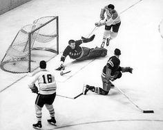 Gump Worsley of the Rangers. Rangers Hockey, Hockey Goalie, Hockey Teams, Hockey Players, Ice Hockey, Montreal Canadiens, Descente Ski, Snowboard, Protection Moto