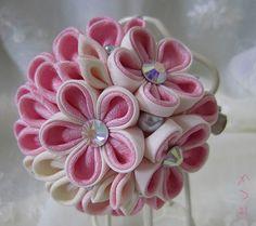 katumi made *つまみ細工の簪(かんざし)髪飾り、つまみ細工のshop*剣先つまみ細工のブローチ古布、ピンク、orange系
