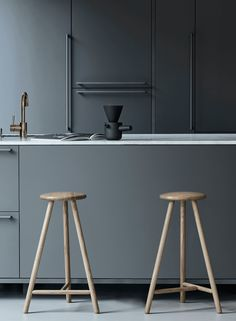 10 inspiring kitchens in grey - via Coco Lapine Design blog