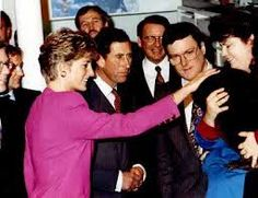 October 24, 1991: Prince Charles played a tune on a drill core xylophone and Princess Diana made friends with Needjee the beaver. Prior to their departure from Science North, the Prince and Princess signed Science North and City of Sudbury guest books. Science North presented the couple with a porcupine quill box created by Manitoulin Island native artist Mildred Aguonie.
