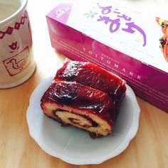 Thanks to the many dairy farms in Hokkaido, there are many sweets that use milk, butter, cheese, and azuki beans. Here are some treats perfect for souvenirs that you can only find in Hokkaido.