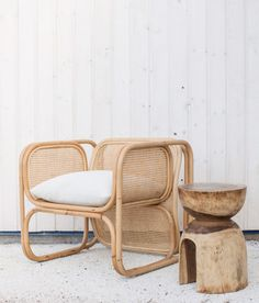 bamboo chair with solid wood side table. / sfgirlbybay bamboo chair with solid wood side table. Tropical Chairs, Tropical Furniture, Casa Wabi, Wooden Chair Plans, Home Furniture, Furniture Design, Bamboo Furniture, Estilo Tropical, Most Comfortable Office Chair