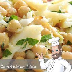 Salada de Bacalhau com Grão de Bico Minha família é portuguesa. Isso explica a grande quantidade de batatas em minha alimentação (risos...