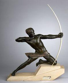 """Max LE VERRIER. """"Archer dit Héraclès"""". Sculpture en régule patiné vert antique. Base en pierre sculptée, signée M. LE VERRIER. Haut. : 78 cm - Larg. : 58 cm - Prof. : 15,5 cm - Le Floc'h - 12/07/2016"""