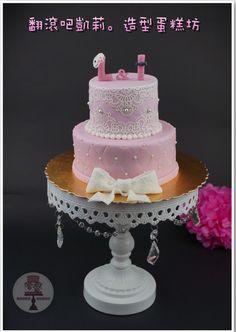 https://www.facebook.com/RollRollKelly #求婚蛋糕#求婚#婚禮蛋糕 #杯子蛋糕 #翻糖蛋糕 #翻滾吧凱莉 #wedding cupcake #propose cupcake