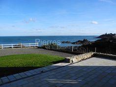 Villa vue mer Saint Quay Portrieux,  Construction de grande qualité, très bel emplacement à deux pas des centres d'intérêt, vue panoramique sur la mer et grand terrain avec partie constructible sont les atouts de cette belle propriété.