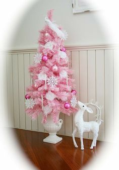 Last Trending Get all pink christmas tree decorations Viral e a d c f ea b c ce Pink Christmas Tree Decorations, Small Christmas Trees, Christmas Tree Design, All Things Christmas, Green Christmas, Shabby Chic Christmas, Victorian Christmas, Rosa Pink, Advent