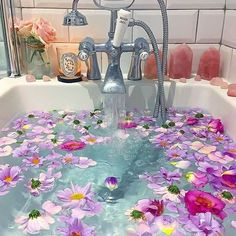 What is a sacred space, what are the benefits and how do you create your own? Here's everything you need to know to create your zen sacred space! Entspannendes Bad, Tout Rose, Relaxing Bath, Pink Aesthetic, Flower Aesthetic, Aesthetic Vintage, Spa Day, Bath Time, Bath Bombs