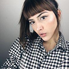 Penteado com franja: 15 inspirações para cabelo de festa | Dia de Beauté Laura Mercier, Claudia Bartelle, Piercings, Hair Styles, Instagram Posts, How To Make, Beauty, Icons, Selfie