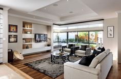 Elegant family area with a hint of Oriental charm thanks to the accessories