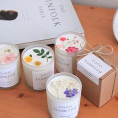 flower soy candle :Tinged with peach kkotbit -Natural Wax Candle Country of origin: Korea Material: 100% Natural Soy Wax, Fragrance oils, dried flowers Size: Diameter 7cm, height 8cm (cm) type: Peach Town, Cotton wick, Primary packaging (Vintage box)