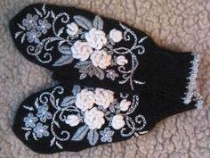 Дизайнерские варежки. Каталог Fingerless Gloves Knitted, Crochet Gloves, Knit Mittens, Knitted Hats, Knitting Paterns, Knitting Stitches, Hand Knitting, Crochet Patterns, Wool Embroidery