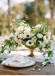 Organically rustic and brightly elegant wedding inspirations, photo: Josh Gruetzmacher | www.hochzeitsguide.com