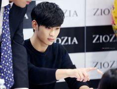Kim Soo Hyun - 131011 ZIOZIA fan signing party
