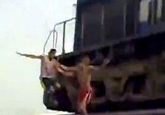 8-May-2013 9:55 - WAAGHALZEN TARTEN TREINMACHINIST. Het Indiase spoorwegsysteem is het grootste van Azië en het op één na langste ter wereld. Er is 60.900 km spoorlijn aangelegd.…...