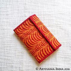 Absolutely ADORABLE wallets for JUST Rs.200.. And trust us! These are super lucky! Tend to bring in more money..
