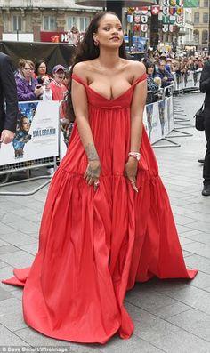 Bizim Butikcim: Valerian Galasınanda Rihanna Rüzgarı Esti