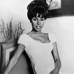 Diahann Carroll pays a nurse in ''Julia''—a major breakthrough for African Americans. This marks the first time and African American woman stars in a role other than a domestic. Vintage Black Glamour, Vintage Beauty, Hollywood Glamour, Classic Hollywood, Hollywood Divas, Dianne Carroll, Classic Beauty, Black Beauty, Celebs