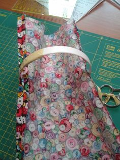 Thread Catcher, Louis Vuitton Monogram, Patches, Lunch Box, Pattern, Bags, Scrappy Quilts, Ideas, Sewing Tutorials