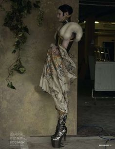 Ice Queen: Fashion Editorial for Dazed and Confused Nov. Queen Fashion, Dark Fashion, New Fashion, Mode Renaissance, Renaissance Fashion, Fashion Editor, Editorial Fashion, Tudor Era, Dazed And Confused