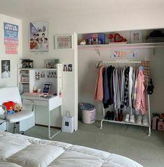 Army Room Decor, Study Room Decor, Decor Room, Room Design Bedroom, Room Ideas Bedroom, Bedroom Decor Teen, Teen Bedroom Organization, Teenage Room Decor, Neon Bedroom
