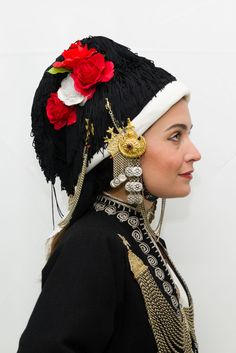 Greek Traditional Dress, Traditional Outfits, Greece Fashion, Dance Costumes, Greek Costumes, Costumes Around The World, Greek Culture, Greek Jewelry, Pull On Jeans