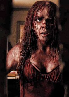 Chloe Grace Moretz Carrie i love this pic Netflix Horror, New Netflix, Horror Movies, Carrie Stephen King, Stephen Kings, Carrie Movie, Scary Movie Characters, Ghost Movies, Carrie 2013