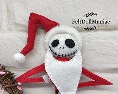 Jack Skellington As Santa. The Nightmare Before Christmas. PDF Pattern and Tutorial. Nightmare Before Christmas Decorations, Nightmare Before Christmas Halloween, Grinch Christmas Tree, Christmas Crafts, Christmas Ideas, Felt Diy, Felt Crafts, Jack Skellington Santa, Cat Pumpkin Carving