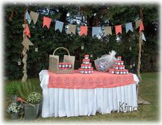 rustic decoration , coral turlap , flags . ρουστίκ διακόσμηση τραπεζιού για τις μπομπονιέρες , κοραλί γκρι και λινάτσα