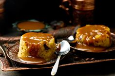 Sticky Date Pudding with Toffee Sauce - use individual molds as per comments Toffee Sauce Recipe, Sauce Caramel, Pudding Au Caramel, Just Desserts, Dessert Recipes, Sticky Toffee Pudding, Thing 1, Recipe Details, Pudding Recipes