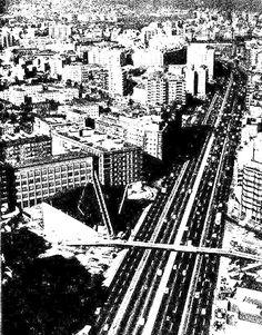 """Avenida Meridiana - Avinguda Meridiana - La Barcelona de antes   La placita de la iglesia """"rarita"""" con el puente y todo!!!"""