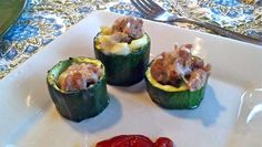 These are Zucchini pizza cups. These cute little cups might just be the same thing that I always make for dinner, but transformed into. Healthy Pizza, Healthy Snacks, Healthy Eating, Clean Eating, Veggie Pizza, Pizza Pizza, Healthy Dinners, Paleo Recipes, Low Carb Recipes