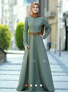 Abaya Fashion, Muslim Fashion, Fashion Dresses, Women's Fashion, Long Skirt Looks, Hijab Style Dress, Arabic Dress, Kurta Designs Women, Islamic Clothing