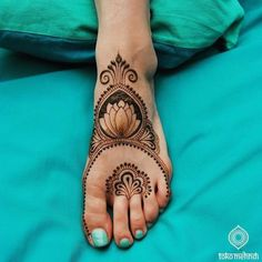 Henna is the most traditional part of weddings throughout India. Let us go through the best henna designs for your hands and feet! Henna Hand Designs, Mehndi Design Pictures, Bridal Henna Designs, Unique Mehndi Designs, Arabic Mehndi Designs, Latest Mehndi Designs, Henna Tattoo Designs, Mehndi Designs For Hands, Mehndi Images
