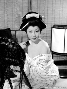 Japanese Film, Japanese Beauty, Vintage Japanese, Asian Beauty, Geisha Book, Geisha Art, Japan Kultur, Japanese Costume, Retro Photography