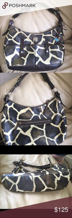 Vintage Leather Dooney & Bourke Giraffe Safari bag Vintage Leather Dooney & Bourke Giraffe Safari bag, two snap pockets on the front and a zip pocket on the back. It has adjustable strap. Inside there is a key chain, slip pocket and a zip pocket. 10 in tall, 15 in wide 3 1/2 deep. The bag has a weathered look with heavy hardware. There is some minor wear consistent with the vintage. There are a couple of small pen marks on the lining. This is a stunning bag that is made of great quality…